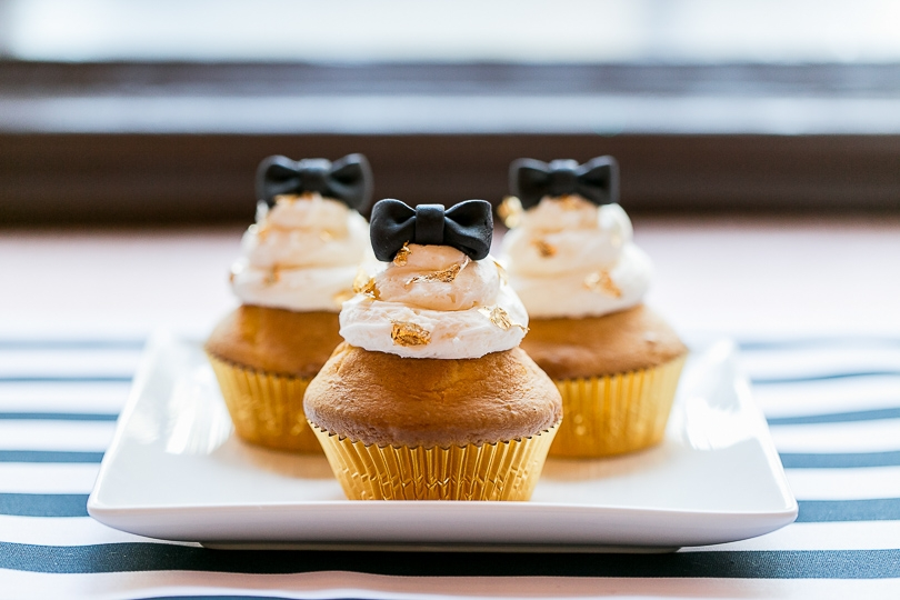 Gold and black cupcakes