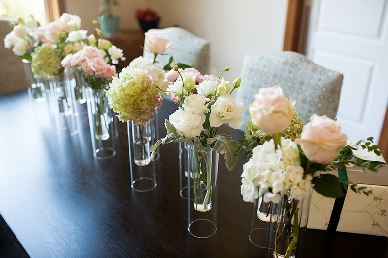 Elegant pink and white wedding bouquets