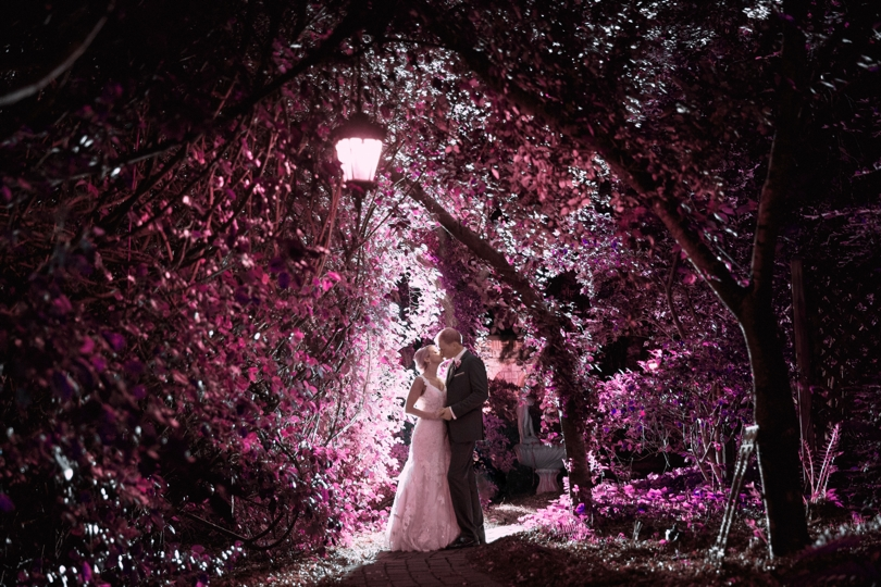 Using different color lights for outdoor wedding photos