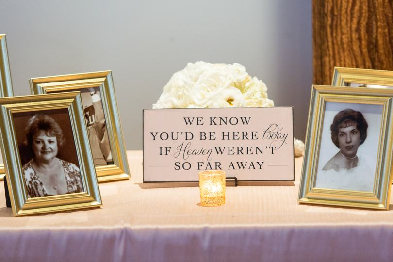 family-tribute-table-at-wedding