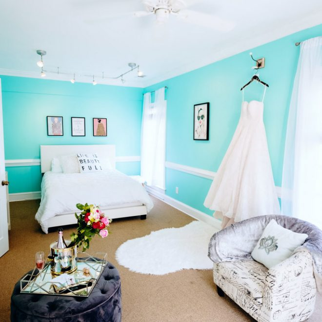 Blue Box Luxury Bridal Suite Getting Ready for Wedding Room Turquoise walls Beautiful Decor Beverages and Snacks VMA Studios